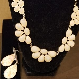 Jewelry - Beautiful NEW necklace and earrings